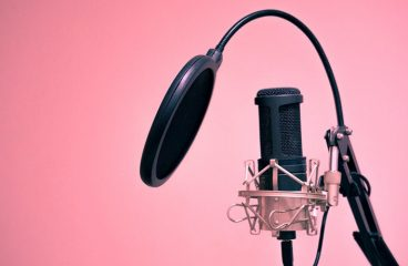 Tips to choose the perfect voice-over artist